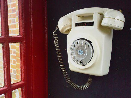 C'est la fin pour le téléphone fixe, dont la commercialisation sera arrêtée dès novembre prochain   Journal du Geek