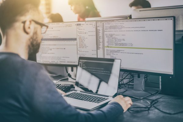 Comment devenir développeur ? Témoignages, formations, compétences requises... - Blog du Modérateur